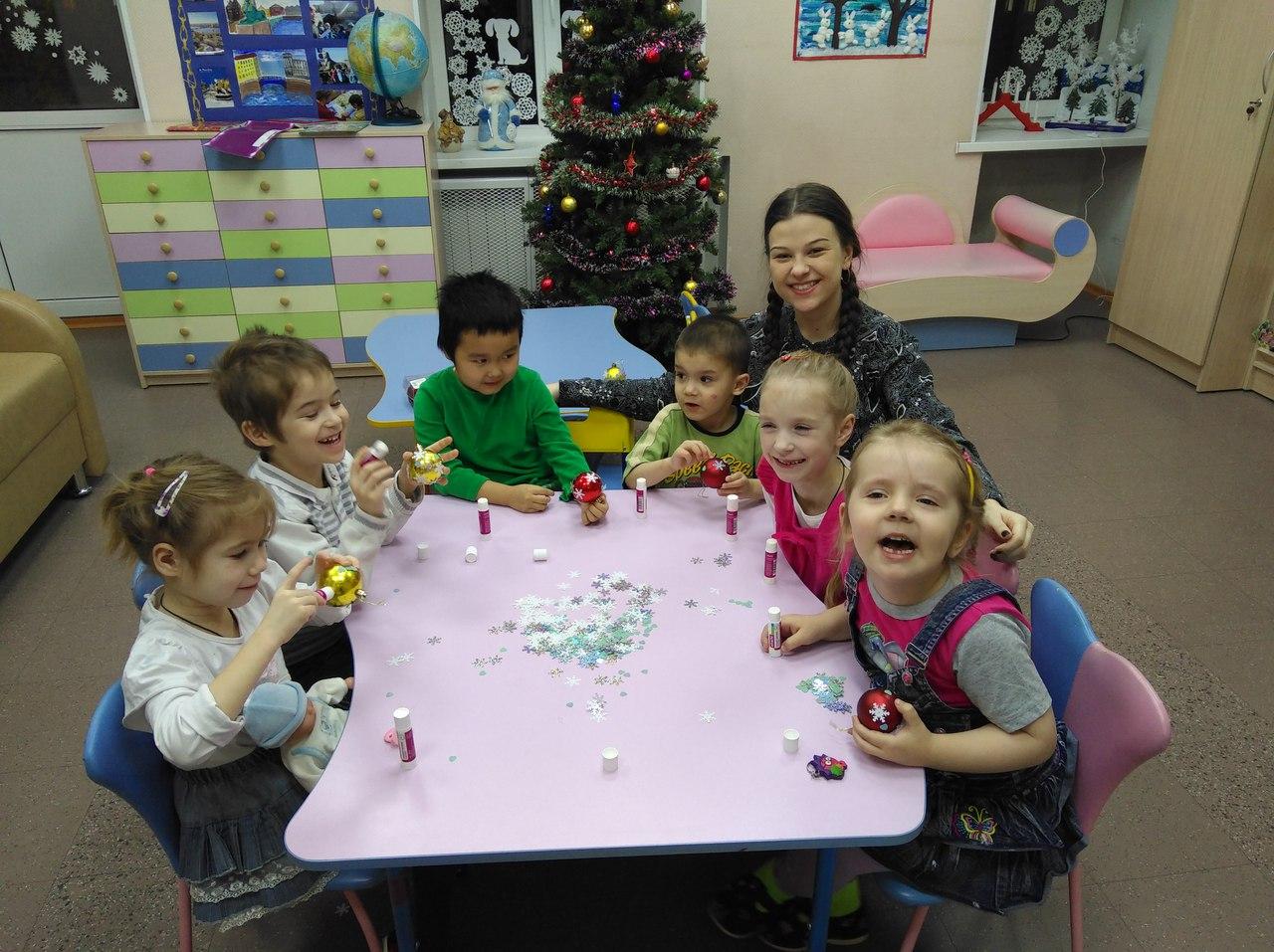Наши волонтёры закрыли этот год новогодним мастер-классом в социальном детском саду «Кроха»